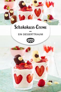 Schokokuss-Creme mit Erdbeeren Chocolate cream with strawberries: a dessert dream with strawberry he Nutella, Breakfast Party, Decoration Restaurant, Mousse, Desserts Ostern, Strawberry Hearts, New Fruit, Chocolate Cream, Chocolate Kisses