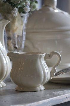 「フランスアンティーク サルグミンヌ アイボリー色のピッチャー」ココン・フワット Coconfouato [アンティーク照明&アンティーク家具] フレンチアンティーク キャニスターセット ホーロー 陶器 テーブルウェア --kitchen--