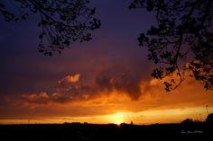 """""""Coucher sur la ville"""" En voyant les belles couleurs du ciel par ma fenêtre ce soir, je me suis dépêché de me rendre à un de mes endroits favoris pour ne pas louper ce bel instant pour vous le faire partager. Jean-Yves ARO66"""