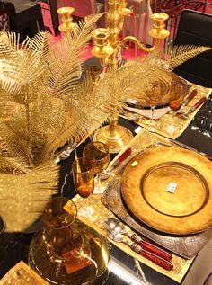 Servizio piatti oro, candelabro oro, tovagliette, oro, decorazioni da tavola oro, bicchieri con lavorazioni oro http://www.alberti-import-export.com/indice-decnata.asp