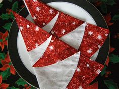 More Christmas Tree Napkins!  So many cute ideas for these!
