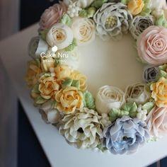 #플라워케이크 #전주수제케이크 #플라워케익 #꽃케익 #전주케이크 #버터크림케이크 #전주 #korea #버터크림플라워케이크 #flowercake #flower #buttercreamcake #buttercreamflowercake #creamcake #케이크느루 #instacake #bakery #cake #예쁜케이크 #예쁜케익 #dessert #cakedesign #cakechef  봄옷을 갈아 입기 시작한 플라워케익♥  더 많은 소식은 블로그에 있습니다
