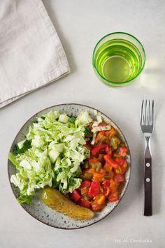 Dieta dr Dąbrowskiej - co można jeść? Jakie produkty są dozwolone i na co zwrócić szczególną uwagę komponując postne menu. Party Finger Foods, Guacamole, Cobb Salad, Vegan Recipes, Vegan Food, Curry, Food And Drink, Dinner, Cooking