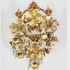 Da fikk den rare spenna fra auksjon plass på trøya, sammen med et annet bruktfunn. Gammelt og nytt i skjønn forening. 🥰 #beltestakk… Brooch, Jewelry, Fashion, Moda, Bijoux, Brooches, Jewlery, Fasion, Jewels