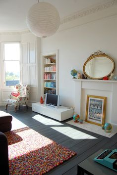 All white interior with grey floorboards. Grey Floorboards, Painted Floorboards, Painted Floors, Fireplace Bookshelves, Fireplace Mirror, Faux Fireplace, Deco Kids, Grey Flooring, Basement Flooring