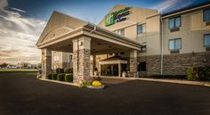 Holiday Inn Express Hotel & Suites South Haven South Haven Less than 10 minutes' drive from the sandy beaches of Lake Michigan, this South Haven hotel offers guest rooms with flat-screen TVs and free Wi-Fi. The hotel features a 24-hour fitness centre on site.