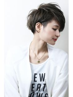 Yes yes, tiny undercut. Pixie Hairstyles, Short Hairstyles For Women, Cool Hairstyles, Haircuts, Wavy Hair, New Hair, Hair Inspo, Hair Inspiration, Short Hair Cuts