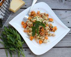 kurací šalát Russian Recipes, Bruschetta, Menu, Salad, Ethnic Recipes, Food, Menu Board Design, Salads, Meals