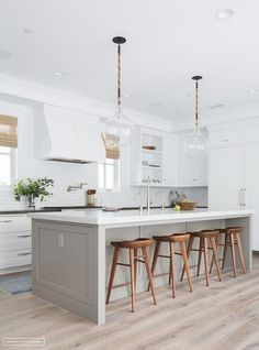 Here are the Kitchen Inspirations For Your Home. This article about Kitchen Inspirations For Your Home was posted under the Kitchen category by our team at May 2019 at pm. Hope you enjoy it and don't forget to . Elegant Kitchens, Grey Kitchens, Cool Kitchens, Kitchen Cabinets Decor, Kitchen Furniture, Pallet Furniture, Cabinet Decor, Refurbished Furniture, Wooden Kitchen