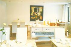 Landhaus Sonnenstern - Fruehstuecksraum - breakfast room Virtual Tour, Vanity, Table Decorations, Mirror, Furniture, Home Decor, Farmhouse, Stars, Dressing Tables