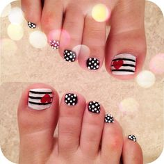 Heart nail designs for toes ~ cute toe nails toes nail art pretty Nail Art Designs, Pedicure Nail Designs, Manicure E Pedicure, Nails Design, Beach Pedicure, Pedicure Ideas, Toe Nail Designs Easy, Pedicure Pictures, Cute Toenail Designs