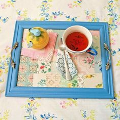 DIY Vintage Wallpaper Tray - made from a frame. by MyLittleCornerOfTheWorld **Could use old hankies** Wallpaper Shelves, Of Wallpaper, Wallpaper Crafts, Wallpaper Ideas, Decorative Lamp Shades, Stair Art, Decoupage, Ideas Hogar, Breakfast In Bed