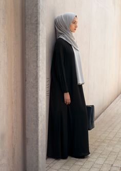 INAYAH | Relaxed silhouettes paired with comfort and versatility | Black #Scoop…