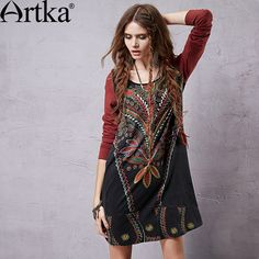 Короткое платье-трапеция с длинным рукавом в этническом стиле