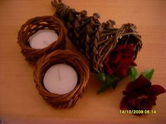 Teelichthalter aus Peddigrohr und Füllhorn aus Weide geflochten