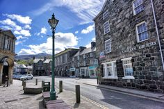 Explore the stunning Snowdonia National Park in Wales from Dolgellau. The town has some great walks, climbing and mountain biking and lovely hotels. Snowdonia National Park, Great Walks, Mountain Biking, Wales, Climbing, National Parks, Walking, Street View, Explore