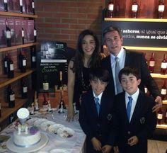 La familia es la base de una empresa sólida en mejorar y mantener una sonrisa saludable y bella!!!