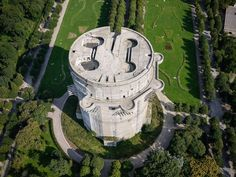 Gefechtsturm Augarten - Luftaufnahme (Aerial shot of the Ausgarten flak tower in Vienna) Torre Flak, Flak Tower, Mercedes Stern, Bunker Hill Monument, Unusual Buildings, The Secret World, History Online, Fortification, Military History