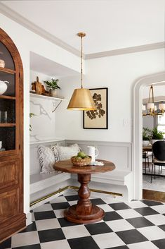 Chip & Joanna Gaines' Best Decors and Designs The Scrivano House from Fixer Up. - Chip & Joanna Gaines' Best Decors and Designs The Scrivano House from Fixer Upper Kitchen Breakfa - Small Breakfast Nooks, Kitchen Breakfast Nooks, Cozy Kitchen, Kitchen Modern, Modern Farmhouse, Kitchen Corner, Farmhouse Design, Breakfast Knook, Breakfast Ideas