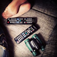 #relax , dos mandos y una #tv a # disfrutar de la sesión  sin discordia y los #prismáticos para los pequeños detalles  no busques más #nosvemosenlastiendas by #thebackpack