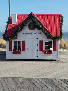 Santa's house on the boardwalk - Rehoboth Beach, Delaware. We need to find this for a picture for Nene & Papa! Rehoboth Beach Delaware, Delaware State, Whats Open, Mid Atlantic States, Delmarva Peninsula, Christmas Displays, Bethany Beach, Small Wonder, Beach Town