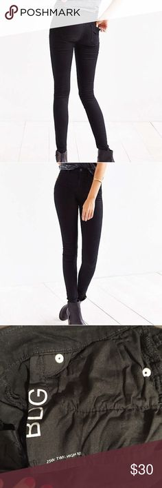 """BDG Twig High Rise Jean in Black EUC 25 LIKE NEW! Size:25 Waist:12"""" Rise:10"""" (high rise) Inseam:29"""" Urban Outfitters Jeans Skinny"""