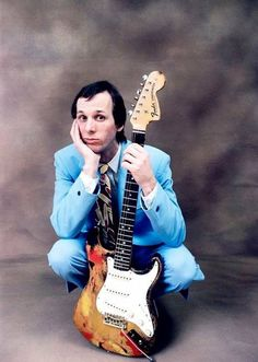 Adrian Belew of King Crimson Guitar Guy, Guitar Players, Adrian Belew, Blue Soul, Psychedelic Bands, Mick Ronson, Soul Punk, King Crimson, Elizabeth Montgomery