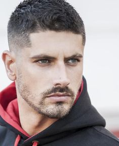 ⚠️🔻 What do you think of this hairstyle? Cool Hairstyles For Men, Haircuts For Men, Pretty Hairstyles, Easy Hair Cuts, Short Hair Cuts, Short Hair Styles, Moustache, Medium Length Hair Men, Different Beard Styles