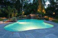 Hoy presentamos fantásticas ideas para realizar decoraciones acuáticas en jardines y patios construyendo lagos, estanques y piscinas.Eche un vistazo y elija