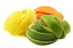 Todos sabemos que las frutas son alimentos saludables, pero ¿sabías que muchas de las cáscaras de las frutas tienen también un efecto terapéutico asombroso? La próxima vez que vayas a tirar una de estas cáscaras, es posible que recuerdes esta información . Si consigues naranjas orgánicas mejor, sino una buena limpieza con 1 cucharada de ...