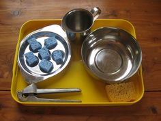 Garlic press, sponges and water, via Flickr.