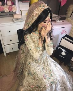 In love with this whole look! Pakistani Bride Hairstyle, Pakistani Wedding Outfits, Pakistani Wedding Dresses, Pakistani Hair, Asian Bridal Dresses, Asian Bridal Wear, Bridal Outfits, Walima Dress, Desi Bride