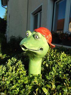 Kurti sieht super aus, wenn er (auf einer Stange steckend) aus einem Busch oben herausschaut! Maße: Länge ca. 40 cm, Kopfdurchmesser ca. 13 cm