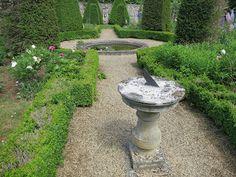 Garden - Commanderie de Neuilly-sous-Clermont.  http://blogpjo60.blogspot.fr