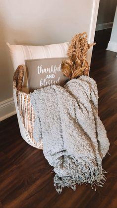 Fall Bedroom Decor, Fall Home Decor, Autumn Home, Living Room Decor, Diy Home Decor, Room Ideas, Decor Ideas, Happy Fall, First Home