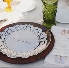 17 ways to add vintage flair to your wedding reception: Doily place settings