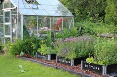 Pikkutalon elämää Garden Cottage, Vegetable Garden, Garden Art, Farm Gardens, Outdoor Gardens, Backyard Layout, Patio Pergola, Balcony Flowers, Raised Garden Beds