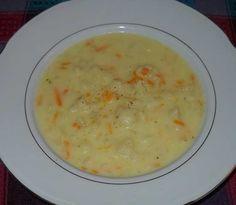 corba od karfiola  SASTOJCI:  - 1 glavica luka - 2 kašike pšeničnog griza - 2 šargarepe - oko 400 g karfiola - oko 900 ml vode - 150 ml mlijeka - začini so, biber