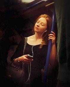 Müzik dinleyeni de.