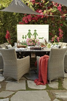 We love this sun sail shade look over an outdoor eating area!