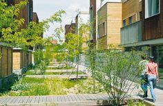 La qualité urbaine d'un lieu de résidence est aujourd'hui plus liée à sa localisation et à la proximité de pratiques qualitatives comme les commerces ou une crèche qu'à la réalité physique de son environnement. Le centre de Romainville bénéficie aujourd'hui d'une valeur de charme qui se superpose aux avantages induits par l'arrivée du futur métro dans le quartier. Dans les centres urbains constitués, l'enjeu de l'architecture n'est donc pas de proposer un signe architectural différenciant…