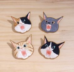 Cat brooch by Sakka Sans Flower Embroidery Designs, Hand Embroidery Stitches, Embroidery Patches, Embroidery Art, Cross Stitch Embroidery, Embroidery Patterns, Sewing Art, Sewing Crafts, Creative Textiles