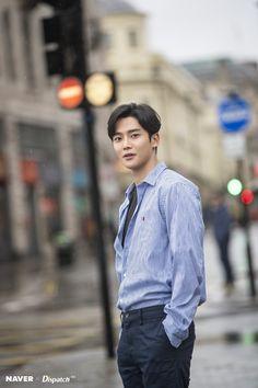 Rowoon fascinating with romantic photos taken in rain Cute Korean Boys, Asian Boys, Neoz School, Lee Hyun, Sf 9, Romantic Photos, Korean Star, Kdrama Actors, Korean Artist