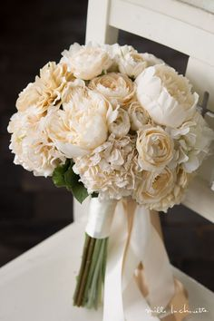 Wedding Table Flowers, White Wedding Bouquets, Wedding Boxes, Bride Bouquets, Flower Bouquet Wedding, Floral Wedding, Flower Decorations, Wedding Decorations, Hand Bouquet