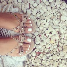 So pretty! When I'm tan and pretty again I'll choose this color for my toes :)