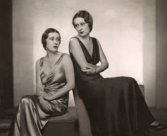 Morgan twins: Thelma, Viscountess Furness and Gloria Vanderbilt, 1932 Thelma was a mistress of Edward, Prince of Wales (later King Edward VIII, later Duke of Windsor) by Dorothy Wilding Gloria Vanderbilt, Cornelius Vanderbilt, Colorful Pictures, Old Pictures, Chicago Magazine, Edward Viii, Viscount, Old Money, Harlem Renaissance