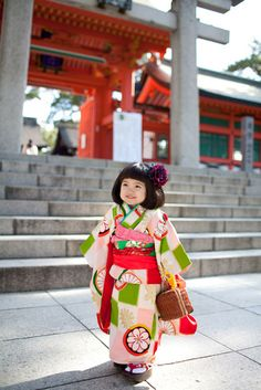高橋うみの七五三。cute little girl in kimono outside a Japanese building!