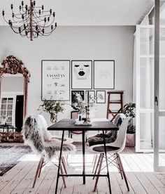 I love the art in the wall and that beautiful mirror in the middle. It gives this office a chic vibe while still maintaining a classy ambiance..