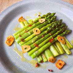 旬の #アスパラガス はこう食べる!おつまみからメイン級おかずまで保存版レシピ10選|#おうちごはん Healthy Dinner Recipes, Vegetarian Recipes, Cooking Recipes, Vegetable Dishes, Vegetable Recipes, Fajita Vegetables, Vegan Meal Prep, Vegan Thanksgiving, Vegan Kitchen