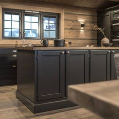 Cabin Homes, Log Homes, Chalet Interior, Cabin Kitchens, Cabins And Cottages, Wooden House, House Layouts, New Kitchen, Home And Living